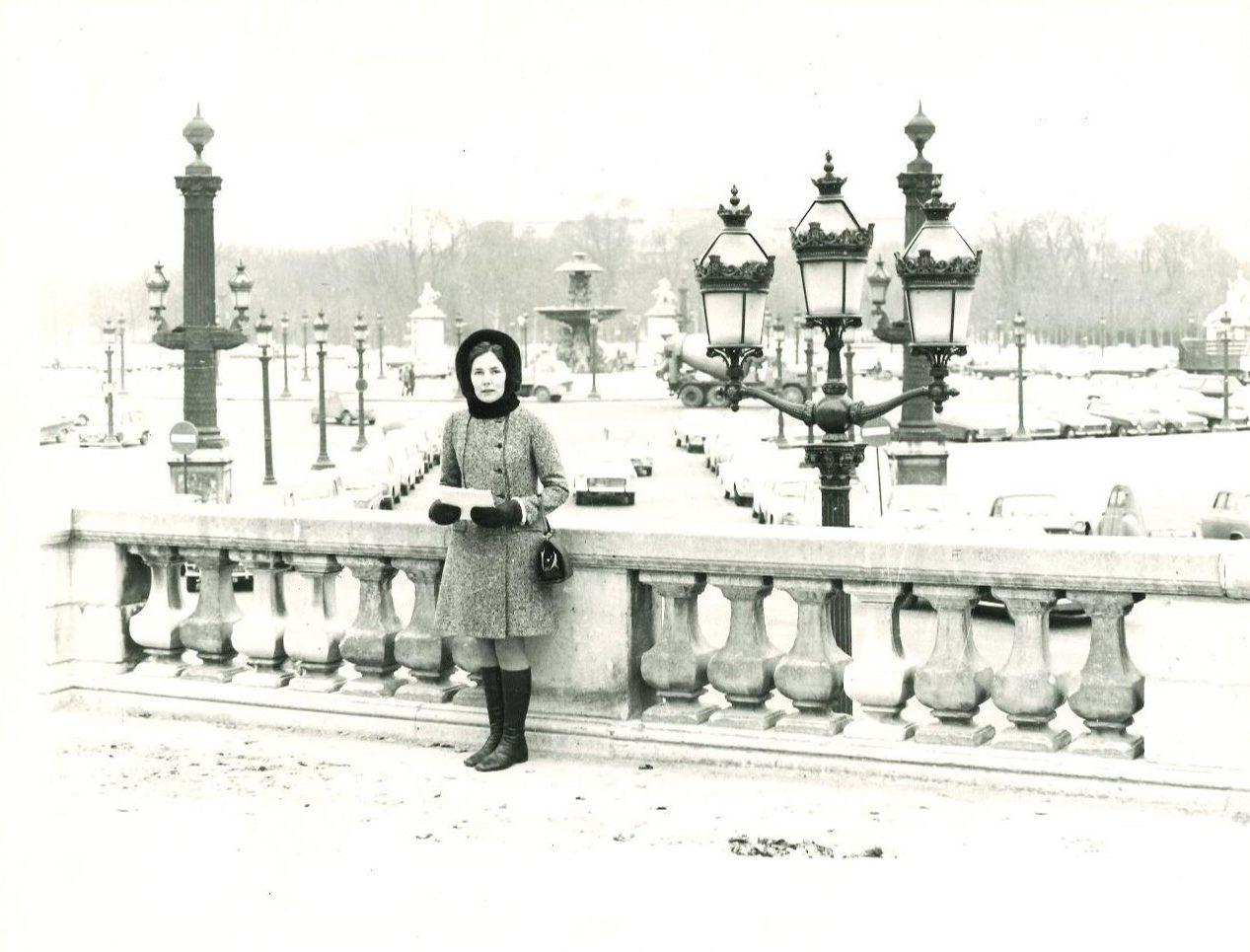 Mary Webb in Paris to visit Sonia Delaunay, 1961